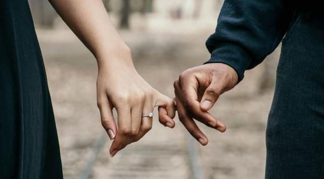 Bikin Pria Mudah Jatuh Cinta, Ini 6 Kriteria Wanita Idaman