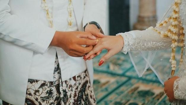 Viral Pengantin Pria Lihat Mantannya Bernyanyi di Pernikahannya dan dia Jaga Perasaan Istri